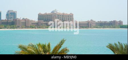 Abu-Dhabi, UAE, November 16 2015. Emirates palace hotel in Abu-Dhabi. - Stock Photo