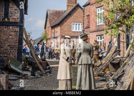 Great Budworth, UK. 9th April, 2018. Actors dressed in Edwardian costumes, starring in the new BBC drama 'War Of The Worlds' by HG Wells, return from filming in the streets of Great Budworth village, Cheshire on Monday afternoon, April 9th. - Stock Photo