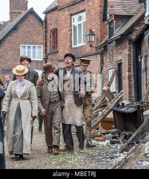 Great Budworth, UK. 9th April, 2018. Actors dressed in Edwardian costumes, starring in the new BBC drama 'War Of The Worlds' by HG Wells, return from f - Stock Photo