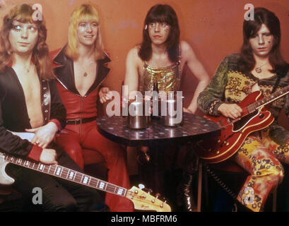 THE SWEET  UK glam rock group about 1974. From left:  Steve Priest. Brian Connolly, Mick Tucker, Andy Scott. Photo: Tony Gale - Stock Photo