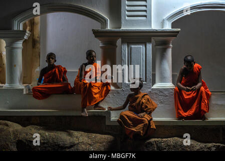 COLOMBO, SRI LANKA - DECEMBER 5, 2016: Buddhist children in Sri Lanka - Stock Photo