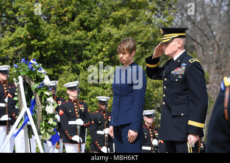 U.S. Army Maj. Gen. Michael L. Howard, commanding general, Joint Force Headquarters - National Capital Region and the U.S. Army Military District of Washington and Kersti Kaljulaid, President of Estonia, renders honor during an Armed Forces Full Honor Wreath Laying Ceremony at the Tomb of the Unknown Soldier, in Arlington National Cemetery, Va., April 4, 2018. - Stock Photo