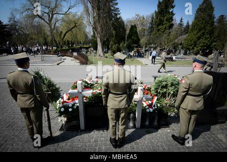 Warsaw, Poland. 10th Apr, 2018. Polish soldiers line up in the cemetery of the victims of the plane crash in Smolensk of Russia at the Powazki Military Cemetery in Warsaw, Poland, on April 10, 2018. Poland marked on Tuesday the eighth anniversary of the plane crash in Smolensk of Russia in which 96 Polish people, including the then-Polish President Lech Kaczynski, were killed. Credit: Jaap Arriens/Xinhua/Alamy Live News - Stock Photo