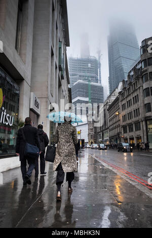 London, UK. 11th April 2018. UK Weather: Commuters make their way to work on a drizzly day in the capital (c) Paul Swinney/Alamy Live News - Stock Photo