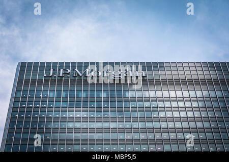 JP Morgan building on Bank Street, Canary Wharf, London, UK - Stock Photo