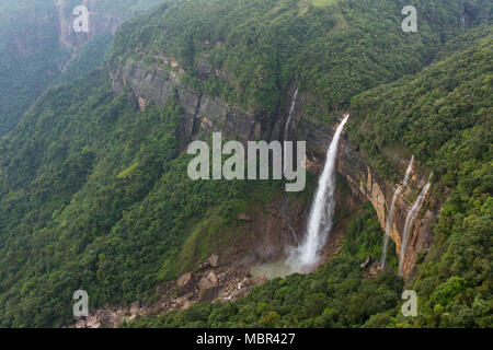Nohkalikai waterfall surrounded by high cliffs and woodland and thick vegetation near Cherrapunji, Meghalaya, India. - Stock Photo