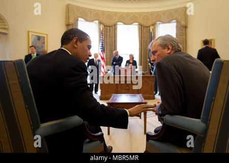 President Barack Obama meets with NATO Secretary General Jaap de Hoop Scheffer in the Oval Office 3/25/09. .Official White House Photo by Pete Souza - Stock Photo