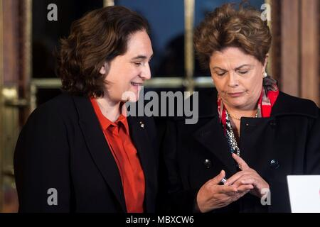 Barcelona, Spain. 12th Apr, 2018. Barcelona's Mayoress, Anda Colau (L), and former Brazilian president Dilma Rousseff, meet in Barcelona, northeastern Spain, 12 April 2018. Colau has condemned the 'authoitarian drift' that is living Brazil since Rousseff's impeachment and her consequent destitution and the imprisonment of former Brazilian president Luiz Inacio Lula da Silva. Credit: Quique García/EFE/Alamy Live News - Stock Photo