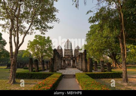 Wat Si Sawai Temple Sukhothai Historical Park, Sukhothai Province, Thailand. South East Asia. A UNESCO World Heritage Site.