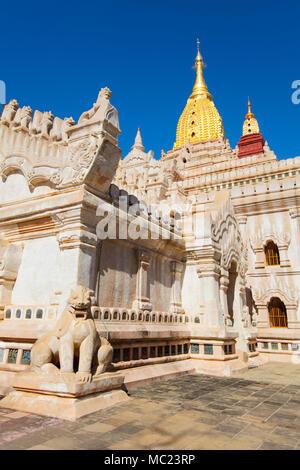 Exterior of the 'Ananda Temple' in Bagan, Myanmar (Burma). - Stock Photo