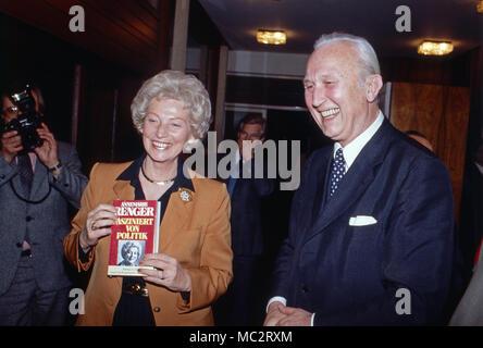 Annermarie Renger, Vizepräsidentin des Deutschen Bundestags, Deutschland 1982. Vice President of German parliament, Annemarie Renger, Germany 1982. - Stock Photo