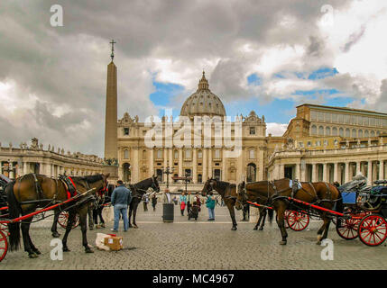 Rome, Italy. 14th Oct, 2004. Horse drawn carriages await tourists just outside St. Peter's Square in Rome, a popular tourist and pilgrimage destination. Credit: Arnold Drapkin/ZUMA Wire/Alamy Live News - Stock Photo
