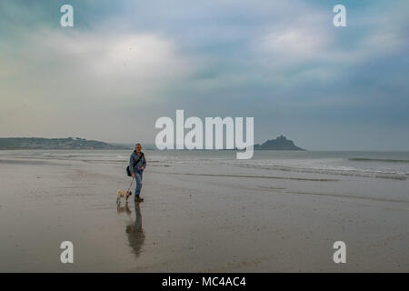 Marazion, Cornwall, UK. 13th April 2018. UK Weather. Low lying cloud, but dry,  at sunrise this morning for most of Cornwall, the forecast is for the cloud to lift as the day progresses. Credit: Simon Maycock/Alamy Live News - Stock Photo