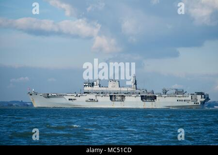 HMS Ocean (L12) amphibious assault ship,helicopter carrier and fleet flagship of the Royal Navy in the Solent just weeks before being decommissioned. - Stock Photo