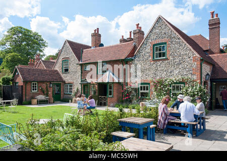 Beer garden at 19th century Stag & Huntsman Pub, Hambleden, Buckinghamshire, England, United Kingdom - Stock Photo