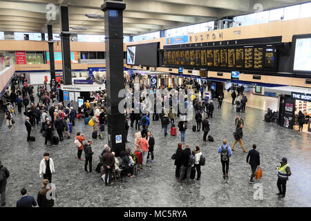 People standing waiting on the concourse looking at the departure board at Euston Station in London England UK    KATHY DEWITT - Stock Photo