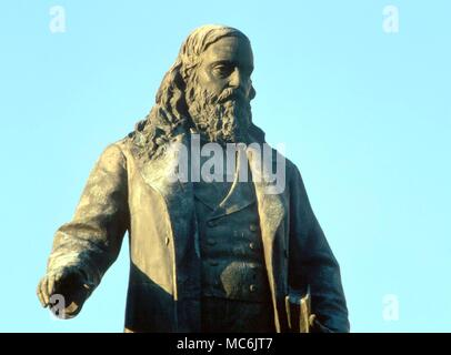 MASONIC - Albert Pike. Detail of portrait. Memorial to the Mason Albert Pike (1809-1891) by Gaetano Trentanove (1901) on 3rd and D, NW Washington DC. The book in his hand is his 'Morals and Dogma' - Stock Photo