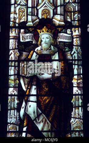 MASONIC - KING SOLOMON. Stained glass window depicting King Solomon - the window is in memory of Augustus Frederick Godson (obit 1906) the provincial Grand Master (1895-1906) in Great Malvery Priory Church - Stock Photo