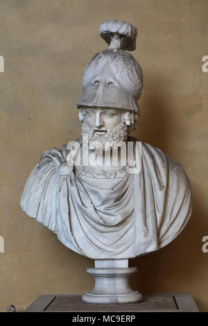 Greek general and statesman Pyrrhus of Epirus (319/318 - 272 BC). Roman marble head completed with a helmet and bust in the 16th century on display in the courtyard of the Palazzo Pitti in Florence, Tuscany, Italy. - Stock Photo