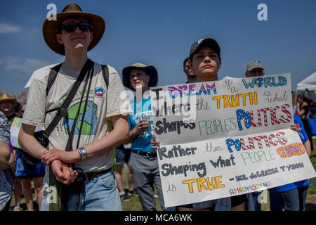 Washington, USA, 14 April 2018.Hundreds of protestors gather for the March For Science, a rally sponsored by the nonprofit Nature Conservancy, April 14, 2018. Credit: Michael Candelori/Alamy Live News - Stock Photo