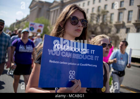 Washington DC, USA 14th April 2018 Protestors walk with signs and banners along Constitution Avenue during the March For Science, a rally sponsored by the nonprofit Nature Conservancy. Credit: Michael Candelori/Alamy Live News - Stock Photo