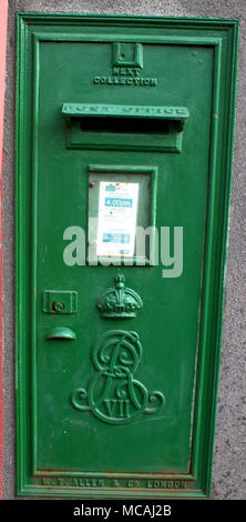 Irish cast iron green post box in ireland with the edward V11 emblem on the front, original colour, color would have been red before the free state. - Stock Photo
