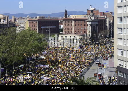 Barcelona, Spain. 15th April, 2018. Mass demonstration in Barcelona against political imprisonments. Nearly six months have passed since the imprisonment of the grassroots pro-independence activists Jordi Cuixart and Jordi Sànchez, the last presidential candidate. They were arrested by the Spanish police for their roles in the roadmap toward Catalan self-determination. To mark the occasion, a platform made up of various organizations in favour of civil rights and against Credit: Marc Soler/Alamy Live News - Stock Photo