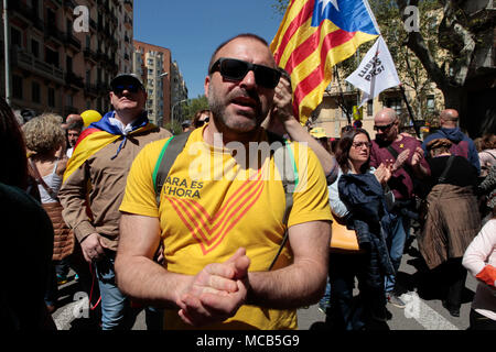 Barcelona, Spain. 15th April, 2018.    Freedom for political prisoners demonstration IN central barcelona, in av. del Parallel. Hundreds of Thousands of Catalans gather in a demonstration to show support for the political prisoners who have been detained in madrid for anti-constitutional behaviour.  Credit: rich bowen/Alamy Live News - Stock Photo