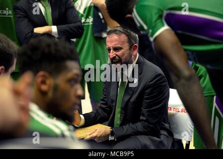 Malaga, Spain. 15th Apr, 2018. Unicaja's head coach Joan Plaza speaks with the players during a match between Unicaja Málaga and FC Barcelona Lassa of the Endesa League, at the Palacio de los Deportes José María Martín Carpena, in Malaga, Spain, on 15 April 2018. EFE/Juan Miguel Pérez Ramos Credit: EFE News Agency/Alamy Live News - Stock Photo