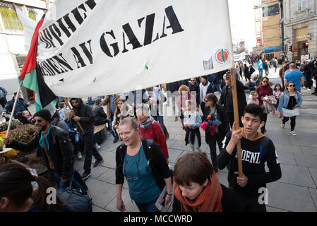 Protesters march to Norway's parliament building to protest Israel's shooting of Palestinians in Gaza. Oslo, April 14, 2018. - Stock Photo
