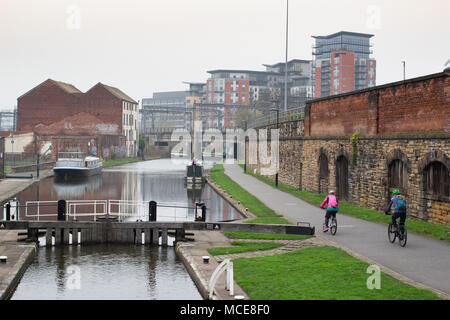 The Leeds and Liverpool canal pictured in Leeds City Centre taken from Wharf approach bridge looking westwards. - Stock Photo