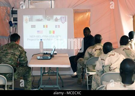 Sgt. Joel a U.S. Army Special Forces Operational Detachment – Alpha communications sergeant in 3rd Special Forces Group (Airborne) teaches a medical class to the Senegalese Army April 11, 2018, Tahoua, Niger. Approximately 1,900 service members from more than 20 African and western partner nations are participating in Flintlock 2018 at multiple locations in Niger, Burkina Faso, and Senegal. - Stock Photo