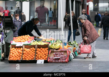 Selling fruit & vegetables in Williamson Square, Liverpool, Merseyside, UK - Stock Photo