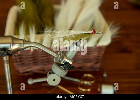 Tying a classic saltwater fly pattern - Stock Photo
