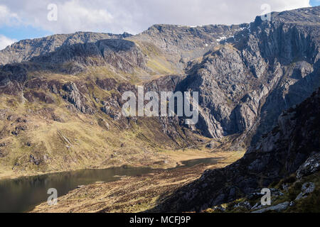 View to Idwal Slabs and Seniors Ridge above Llyn Idwal lake in Cwm Idwal in Glyderau mountains of Snowdonia National Park. Ogwen, Wales, UK, Britain - Stock Photo