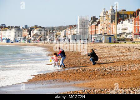 Weymouth, Dorset. 16 April 2018. People enjoy a beautiful Spring day in sunny Weymouth Credit: stuart fretwell/Alamy Live News - Stock Photo