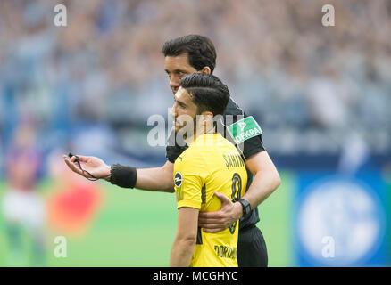 Gelsenkirchen, Deutschland. 15th Apr, 2018. referee Manuel GRAEFE (GRAFE) is recovering Nuri SAHIN (DO), goalst, Soccer 1. Bundesliga, 30. matchday, FC Schalke 04 (GE) - Borussia Dortmund (DO) 2: 0, on 15.04.2018 in Gelsenkirchen/Germany. | usage worldwide Credit: dpa/Alamy Live News - Stock Photo