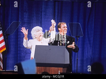 April 16, 2018 - (File Photo) - Former first lady Barbara Bush was reported in failing health and has decided not to seek further medical treatment, a family spokesman says. PICTURED:Feb. 16, 1992 - Derry, New Hampshire, United States of America - Actor ARNOLD SCHWARZENEGGER and first lady BARBARA BUSH speak at a campaign rally for the Bush/Quayle '92 ticket at the Pinkerton Academy in Derry, New Hampshire on February 16, 1992 prior to the 1992 New Hampshire Primary. Credit: Ron Sachs/CNP/ZUMAPRESS.com/Alamy Live News - Stock Photo