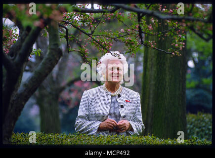FILE: 17th Apr, 2018. Former Photo taken: Washington, USA. 10th Apr, 1992. First Lady Barbara Bush1925 - 2018. The matriarch of a Republican political dynasty died Tuesday April 15th, 2018, according to a statement from her husband's office. She was 92. Photo taken: Washington, USA. 10th Apr, 1992. First Lady Barbara Bushpeers through the bushes of the Rose Garden to view a press conference being given by her husband President George Bush at the White House on April 10, 1992. Credit: Sharon Natoli/Alamy Live News - Stock Photo