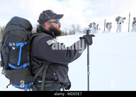 430a85d4b0b9d Instructor Hunter Heard provides guidance to students in Cold-Weather  Operations Course (CWOC) Class 18-06 ...