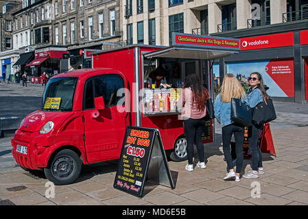 Customers at a hotdog stall on Princes Street, Edinburgh, Scotland, UK. - Stock Photo