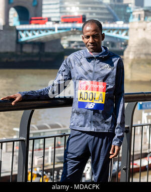 London, UK. 19th April 2018, London, UK. Marathon, Men's Elite Guye Adola (Ethiopia, Credit: Ian Davidson/Alamy Live News - Stock Photo