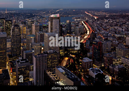 WA15299-00...WASHINGTON - View to the north at dusk over downtown Seattle and Lake Union with Interstate 5 winding through, from the Sky View Observat - Stock Photo