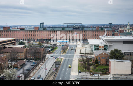 USA, Maryland, Baltimore, Road to Oriole Park baseball stadium at Camden Yards, home of the Baltimore Orioles. - Stock Photo