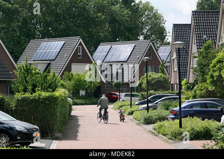 Dutch housing with solar photovoltaic cells on the roofs in Stad van de Zon (City of the Sun), a sustainable suburb of Heerhugowaard, North Holland. - Stock Photo