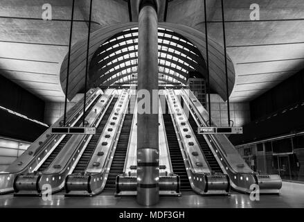 Escalators at the entrance to Canary Wharf underground/tube station in London, England. - Stock Photo