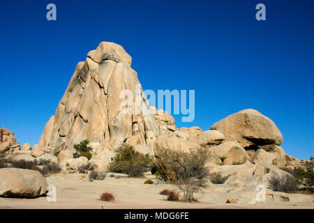 Rock Climb Joshua Tree Big Rocks  Mojave Desert Joshua Tree National Park California - Stock Photo