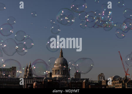 London, UK. 19th April, 2018. UK Weather: A busker makes bubbles for passers by on the southbank of the Thames during a beautiful evening in London, UK Credit: Carol Moir - Stock Photo