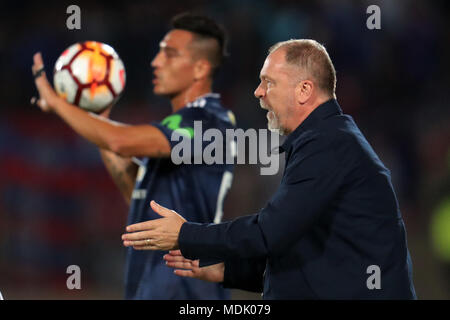 Santiago, Chile. 20th Apr, 2018. Cruzeiro's Head Coach, Luis Menezes, gives instructions during the Copa Libertadores match between Chilean Universidad de Chile and Cruzeiro of Brazil, at the National stadium in Santiago, Chile, 19 April 2018. Credit: Mario Ruiz/EFE/Alamy Live News - Stock Photo