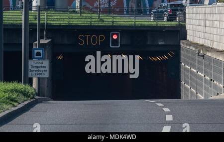 Berlin, Germany. 20th Apr, 2018. 20 April 2018, Germany, Berlin: The Tiergarten Tunnel is closed due to the nearby disablement of a WWII bomb. Photo: Britta Pedersen/dpa Credit: dpa picture alliance/Alamy Live News - Stock Photo